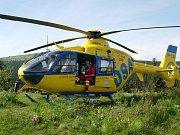 Vrtulník na Ovčárně chvíli před startem do údolí Bílé Opavy, kde se zřítil turista