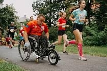 Handicapovaný šumperský atlet Dušan Ščambura na závodě Run Tour v Olomouci.