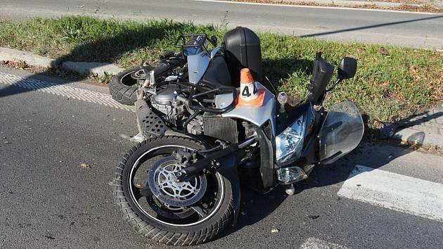 Bouračka oktávky a motocyklu v Šumperku