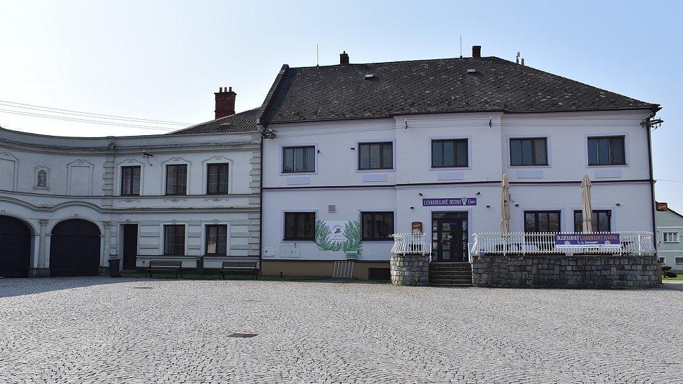 Město Úsov - náměstí.
