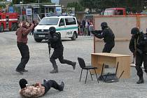 Akční ukázky práce policistů či hasičů mohli sledovat na vlastní oči lidé ve čtvrtek 18. června na parkovišti u stadionu v Zábřehu.
