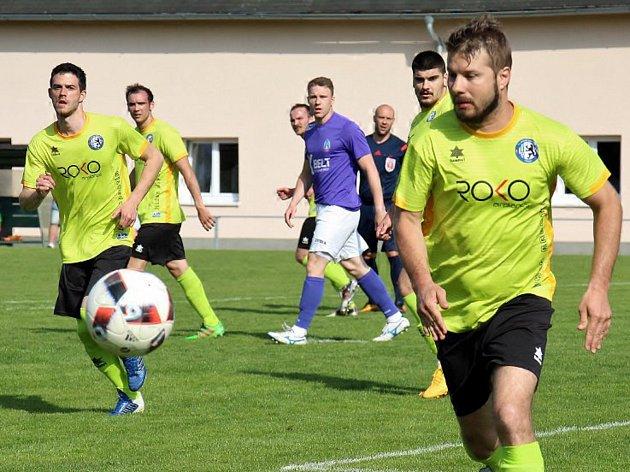 Fotbalisté Rapotína (ve žluté). Ilustrační foto