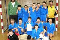 Fotbalový tým FK SAN-JV Šumperk ročníku 1995 po vítězném turnaji v Litomyšli.