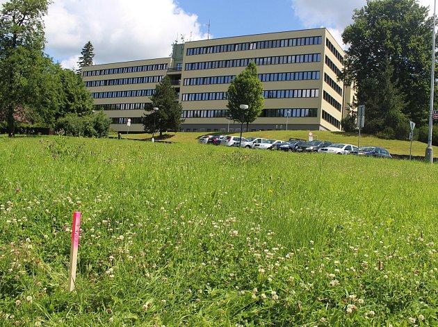 Místo budoucího parkoviště pod budovou takzvaného Pentagonu