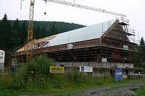 Výstavba obřího lyžařského areálu v Koutech nad Desnou vrcholí