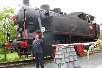 Turisté mají na Zábřežsku novou atrakci. U cyklostezky z Lupěného do Hněvkova, která vede po tělese opuštěné trati, vznikl železniční skanzen. Slavnostního otevření se dočkal v sobotu 1. června. Venkovní expozici vévodí parní lokomotiva z roku 1950.