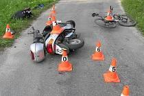 Snímek z místa nehody skútru a kola