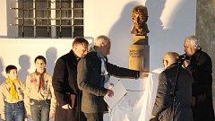 Odhalení busty Karla staršího ze Žerotína v pátek 3. listopadu v Bludově.