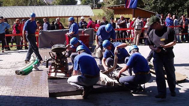 Bratrušovské týmy se pravidelně zúčastňují hasičských soutěží