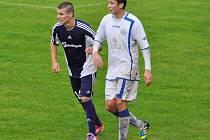 Mohelnický Jan Macák (vlevo) a přerovský Tomáš Hrušák v sobotním utkání.
