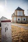"""Odlehlá vesnice ležící na hranici s Polskem se soudruhům k """"úklidu"""" řádových sester skvěle hodila."""