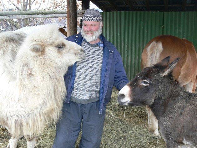 Milan Havlíček se svými čtyřnohými kamarády.