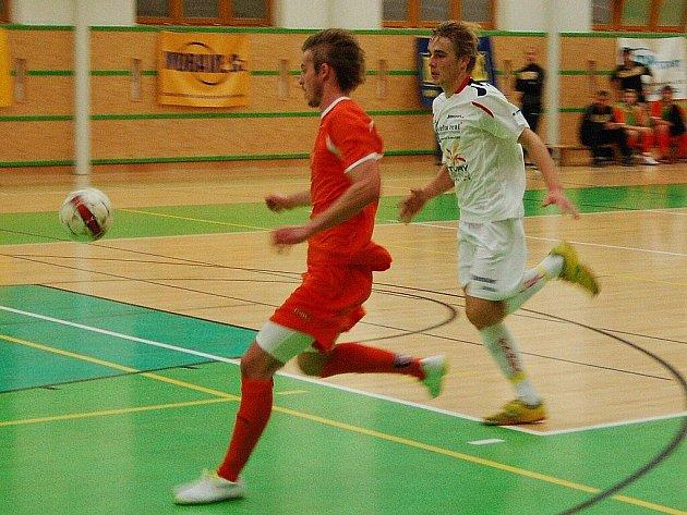 Futsalisté Delty Real (bílé dresy) nestačili ve čtvrtfinále poháru na Tango Brno