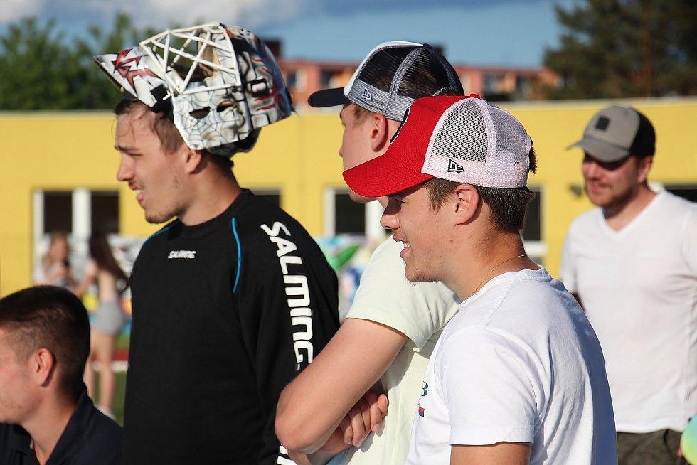 Hokejisté Šumperku si v rámci přípravy zahráli florbal proti Asperu