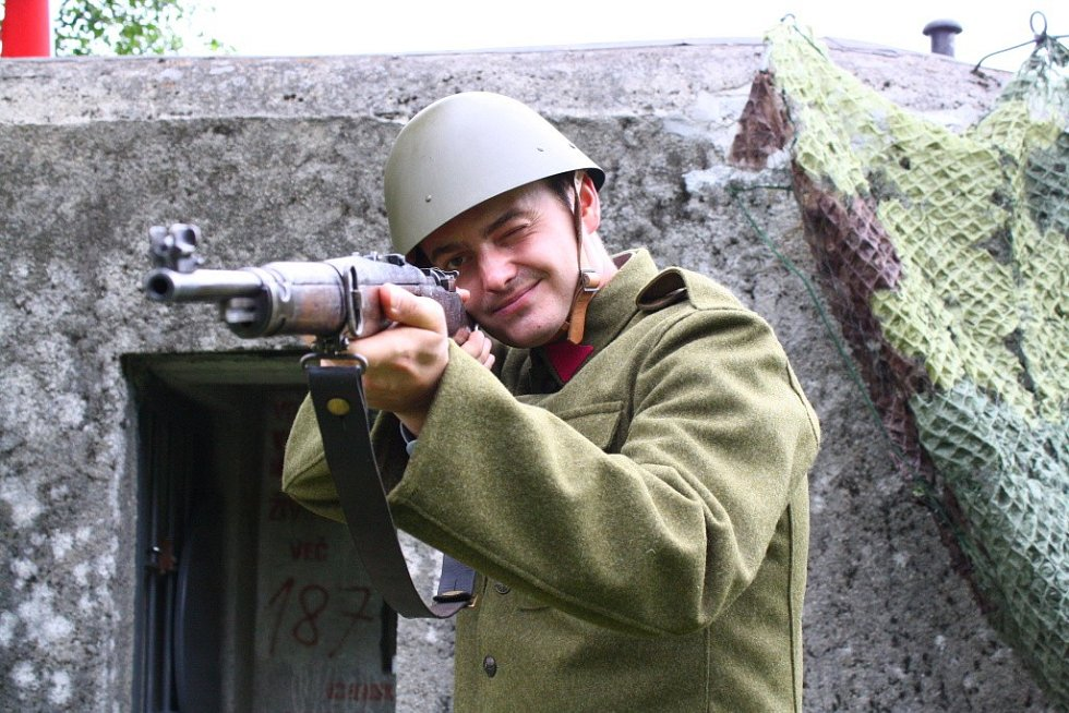 """Členové Klubu vojenské historie Olomouc zrekonstruovali jeden z """"řopíků"""" nad Brannou. Je vybavený jako na sklonku 30. let 20. století."""
