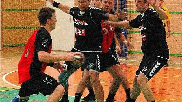 Snímek z úvodního prvoligového utkání Šumperku (brání) s Náchodem