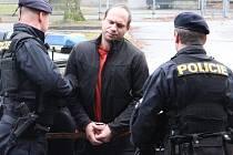 Policie ve středu 15. ledna přivezla Libora Mráze k jihlavskému soudu před druhou hodinou odpoledne.