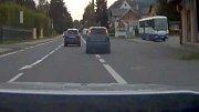 Policisté stíhají prchající Ford Focus v okolí Velkých Losin