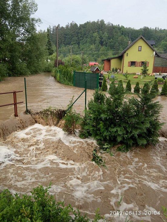 Následky průtrže mračen ve čtvrtek 13. června v Hrabišíně.