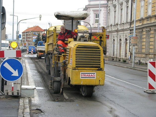Práce na rekonstrukci rozvodů vody a plynu začaly v Jesenické ulici 16. dubna.