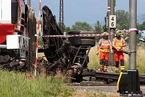 Tragická srážka rychlíku s multikárou na přejezdu v Postřelmově
