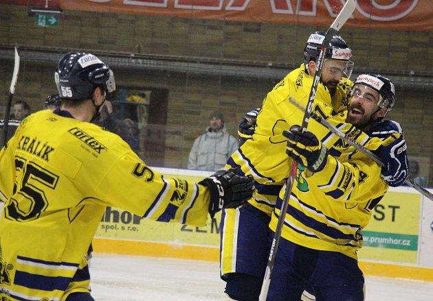 Šumperk na úvod play-off zničil Kopřivnici šesti góly. Petr Gewiese.