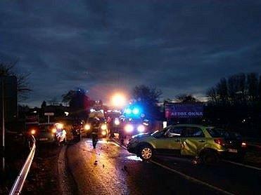 Hromadná nehoda se stala v pátek 25. listopadu před sedmou hodinou ranní v Šumperku pod Bludovským kopcem u odbočky na Bludoveček.