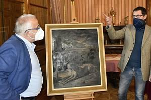 Nejen romantický park, ale interiéry zámku v Čechách pod Kosířem jsou k dispozici veřejnosti. (vlevo) Břetislav Holásek, ředitel Vlastivědného muzea v Olomouci a kastelán Martin Váňa.