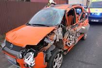 Řidič fiatu za volantem usnul a srazil se s avií