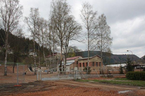 Plocha po zdemolovaném závodu firmy Slezan vHanušovicích.