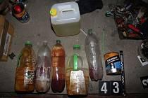 Policisté při domovních prohlídkách na Zábřežsku zajistili velké množství pomůcek a surovin pro výrobu drog.