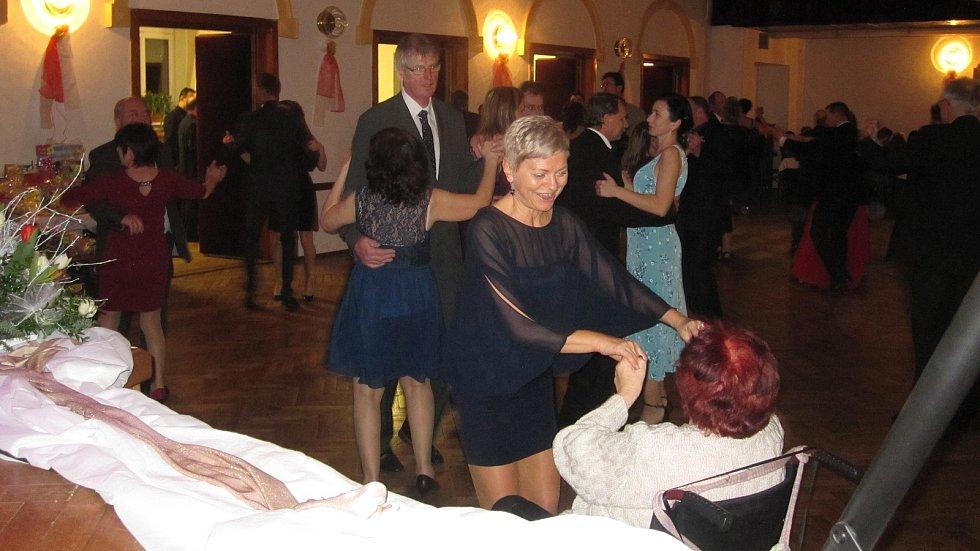 Ples zábřežské Charity v Katolickém domě