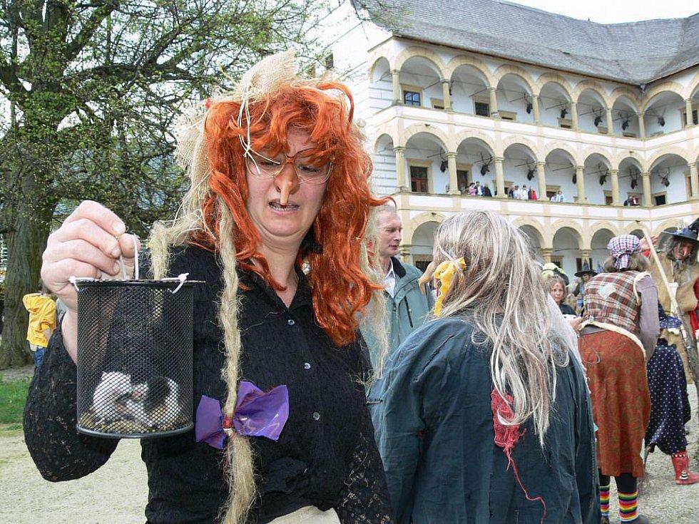 Z čarodějnické akce ve Velkých Losinách – 30. dubna 2011