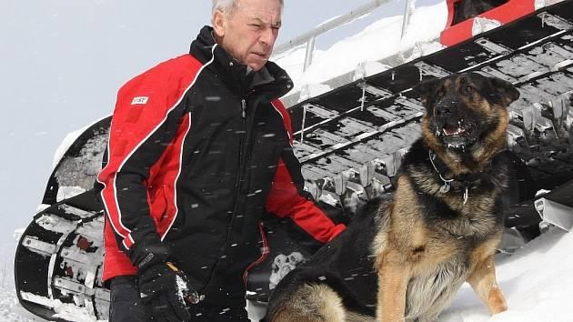 Jaroslav Sembdner s německým ovčákem Donem.