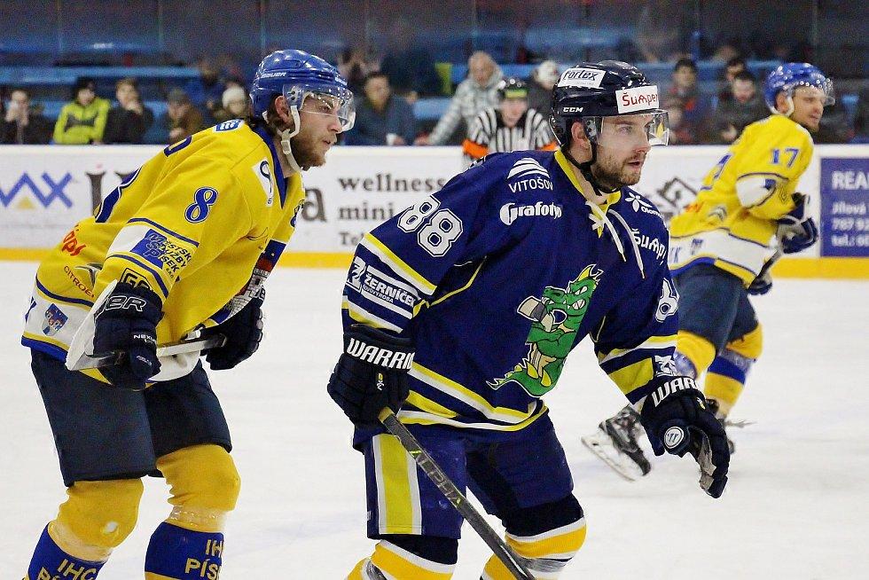 Draci (v modrém) porazili Písek 6:1 a postoupili do semifinále druhé ligy.