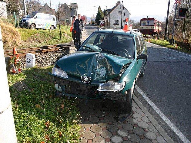 Nehoda osobního vlaku a auta se stala na přejezdu v Lipové-lázni