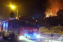 Hasiči vyjížděli ve středu v noci k požáru budovy v Lipové-lázni