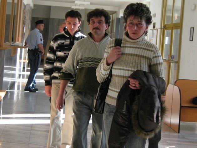 Tomáš Novák jde za svými rodiči.