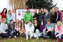 Dvaadvacet studentů Střední zdravotnické školy Šumperk přišlo společně s učitelkou Ivanou Žůrkovou darovat krev.