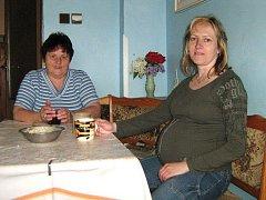Jarmila s maminkou při snídani