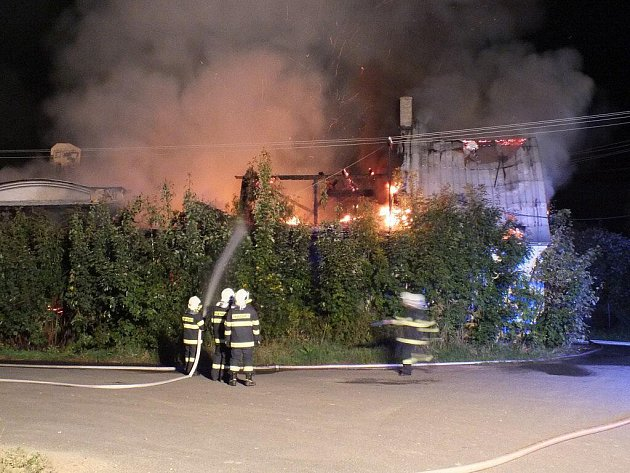 Požár haly v Bernarticích