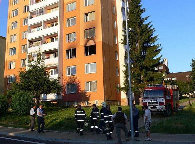 Požár v paneláku v ulici Jiřího z Poděbrad v Šumperku