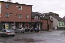 Podstatně bezpečněji se budou moci ještě letos cítit chodci v centru Zábřeha. Na velmi frekventovanou křižovatku u staré pošty se opět vrátí přechod pro chodce přes Havlíčkovu ulici. Bude mít středový ostrůvek a bude nasvětlený.