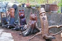 Voňavého koníčka má amatérský řezbář Slavomír Holinka ze Zábřeha – Ráječku. Ve volných chvílích vyřezává pohádkové postavičky, zvířata i betlémy.