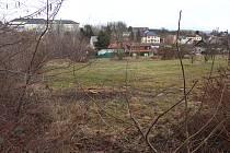 Místo bývalého Pěničkova statku, kde vzniknou domky pro hendikepované.