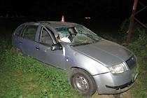 Třicetiletý řidič Škody Fabia boural v pondělí 16. srpna mezi Zábřehem a Rovenskem. Vyjel do pole, kde narazil do sloupu elektrického vedení.