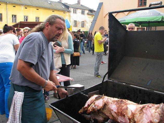 Na gastronomickém festivalu bylo živo.
