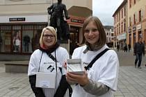 Žáci střední zdravotnické školy v Šumperku se zapojili do sbírky Bílá pastelka.