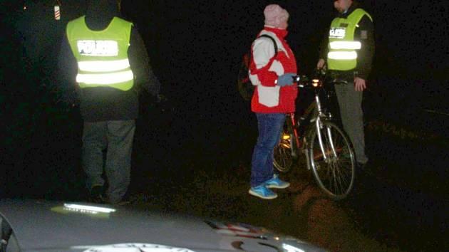 Chodce a cyklisty kontrolovali 1. března brzy ráno policisté na silnici mezi Postřelmovem a Sudkovem.
