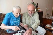 Egon Morgenstern se loni se dožil sta let. Na snímku s předsedou sdružení Respekt a tolerance Luďkem Štiplem při setkání ve Vilniusu.